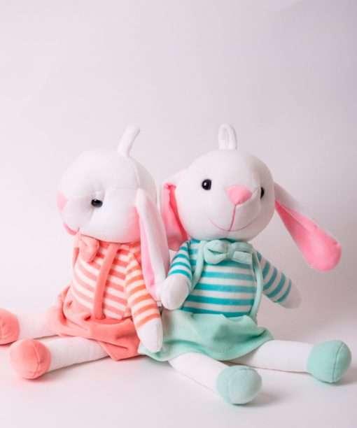 Conejo-tirantes-azul-y-rosa